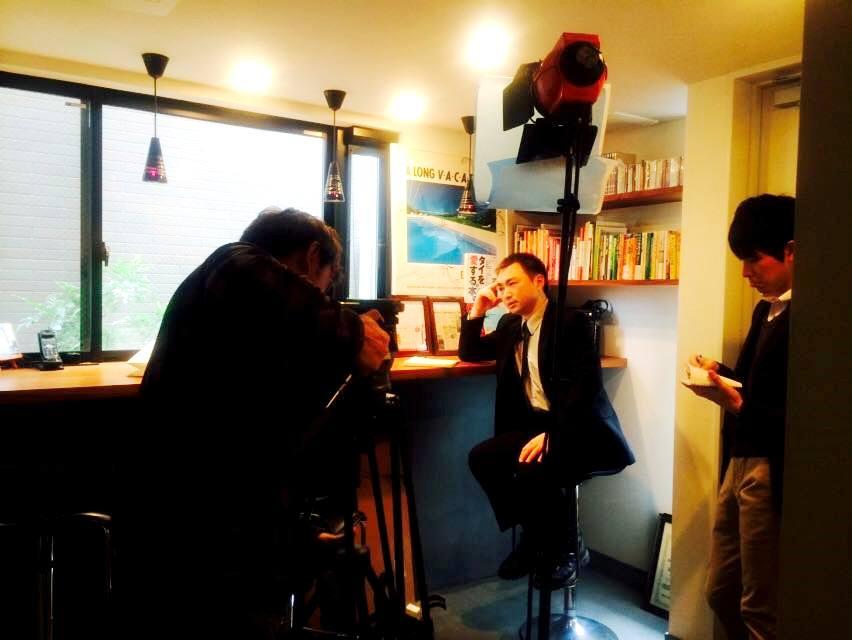 テレビ朝日へタイ王国の徴兵制度について回答する遠藤誠