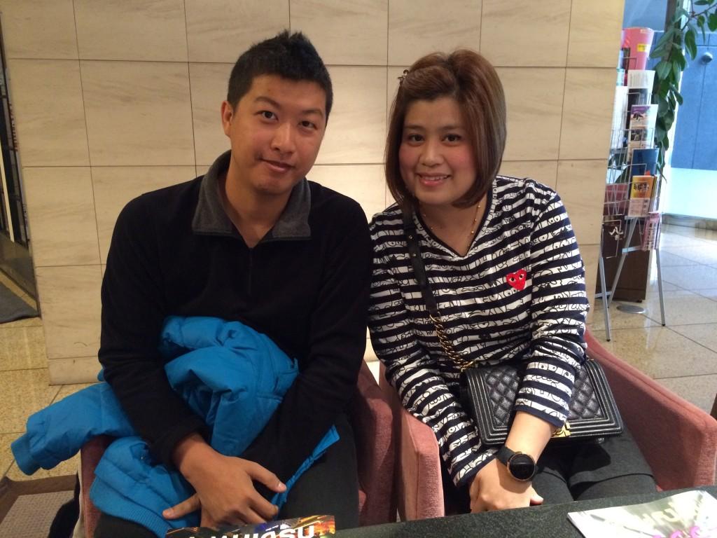 日本に2回目の観光のTHONGKAMONさん(32才)と奥様のSUTTCHAさん(32才)