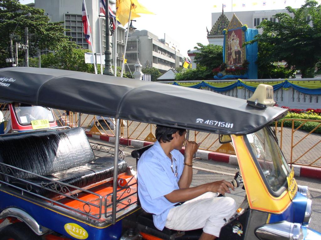 タイの三輪タクシートゥクトゥク
